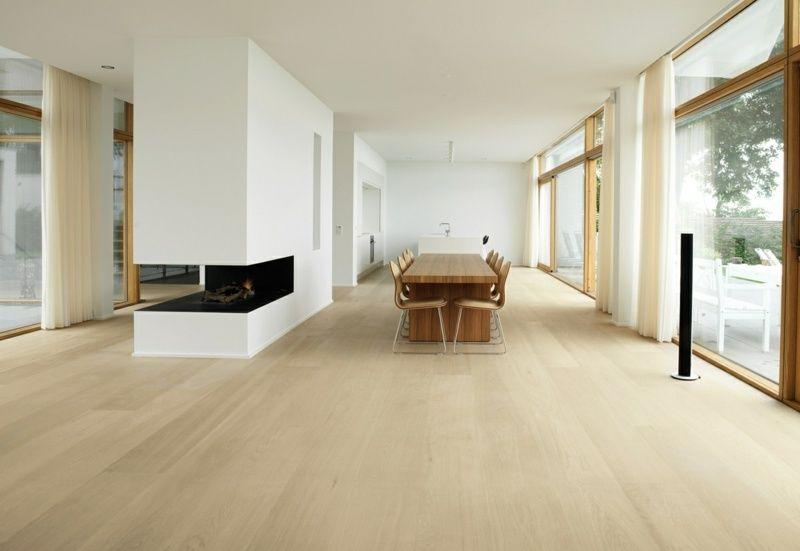 heller dielenboden in einem wohn und esszimmer. Black Bedroom Furniture Sets. Home Design Ideas