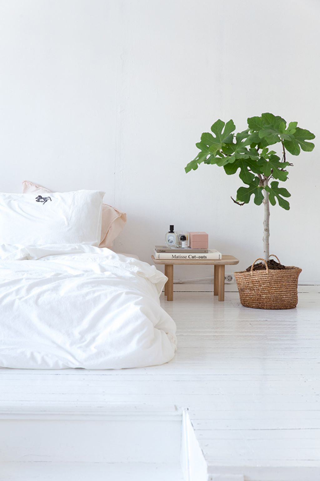 Adorable 50 Minimalist Bedroom Ideas on A