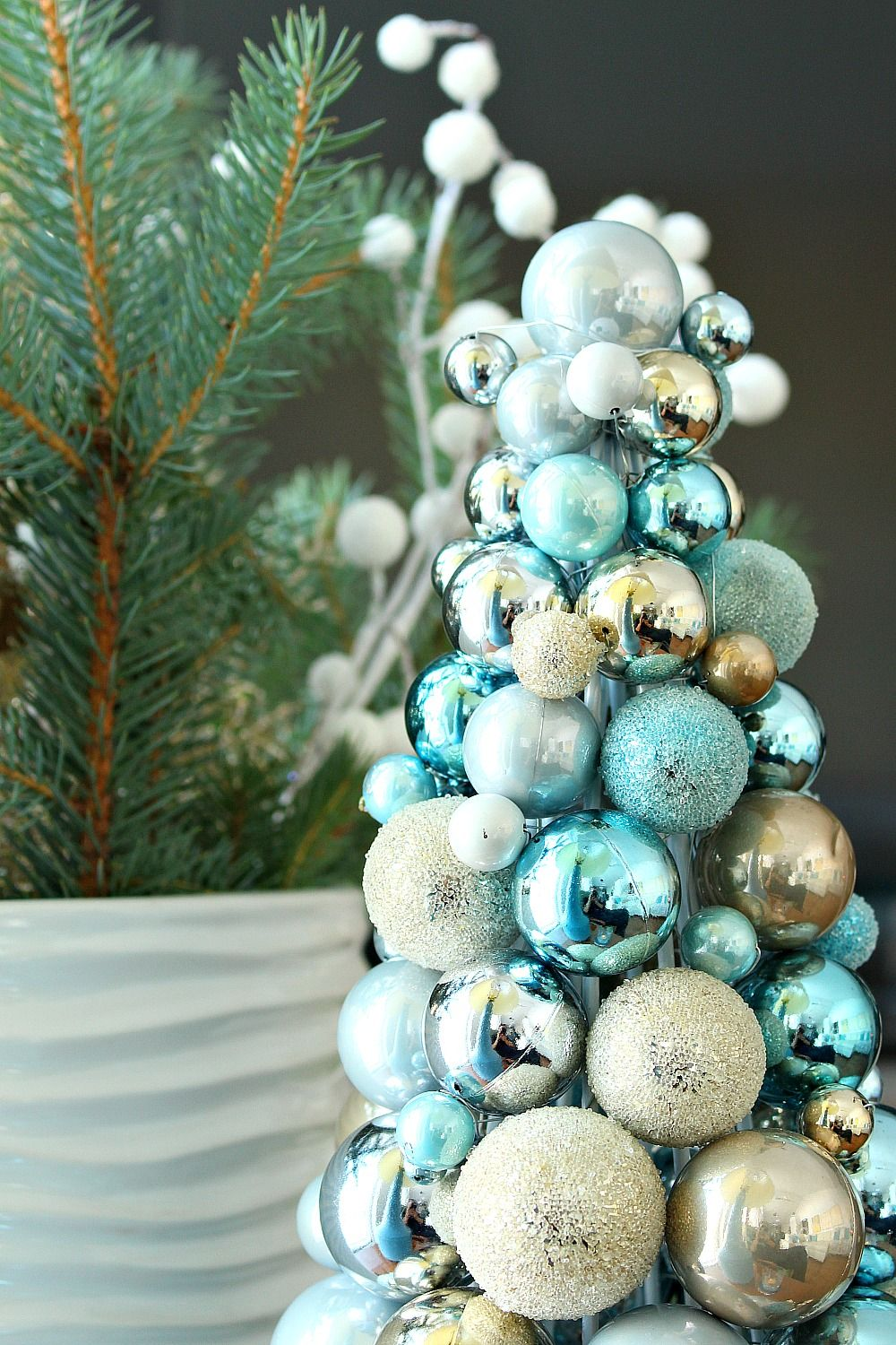Wintry Blue And White Holiday Decorating Ideas Outdoor