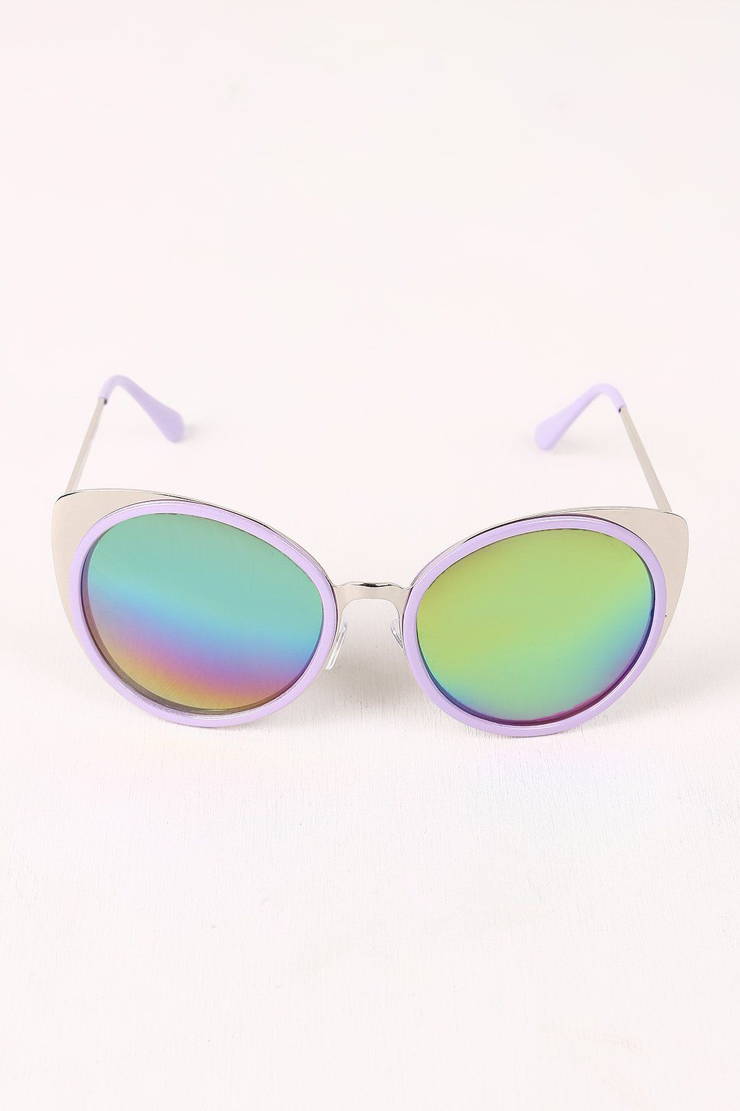 401b138a9b6c These sunglasses feature a cat eye shape metallic with contrast color  frame