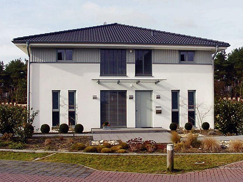 Stadthaus-S140 • Passivhaus von NURDA-Hausbau • Energiesparhaus in Massivbauweise mit rund 140 qm Wohnfläche • Jetzt bei Musterhaus.net Infos anfordern!