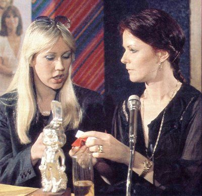 Agnetha and Frida during a pressconference in Leysin (Switzerland) in February 1979. After that the girls clearly need a smoke...