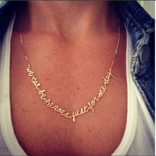 "Bowie Necklace ""We can be heroes just for one day"" gold 18k / Colar Bowie em ouro 18k #fabimalavazi"