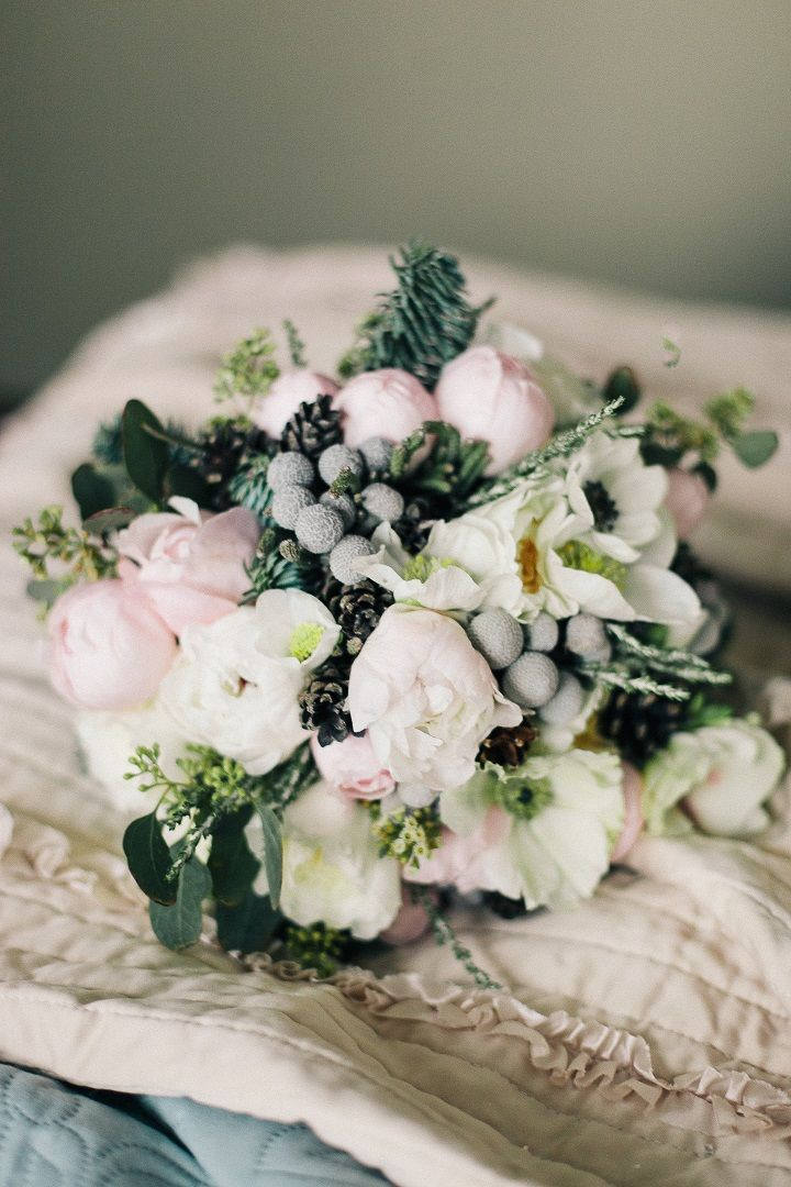 Neutral wedding bouquet for winter