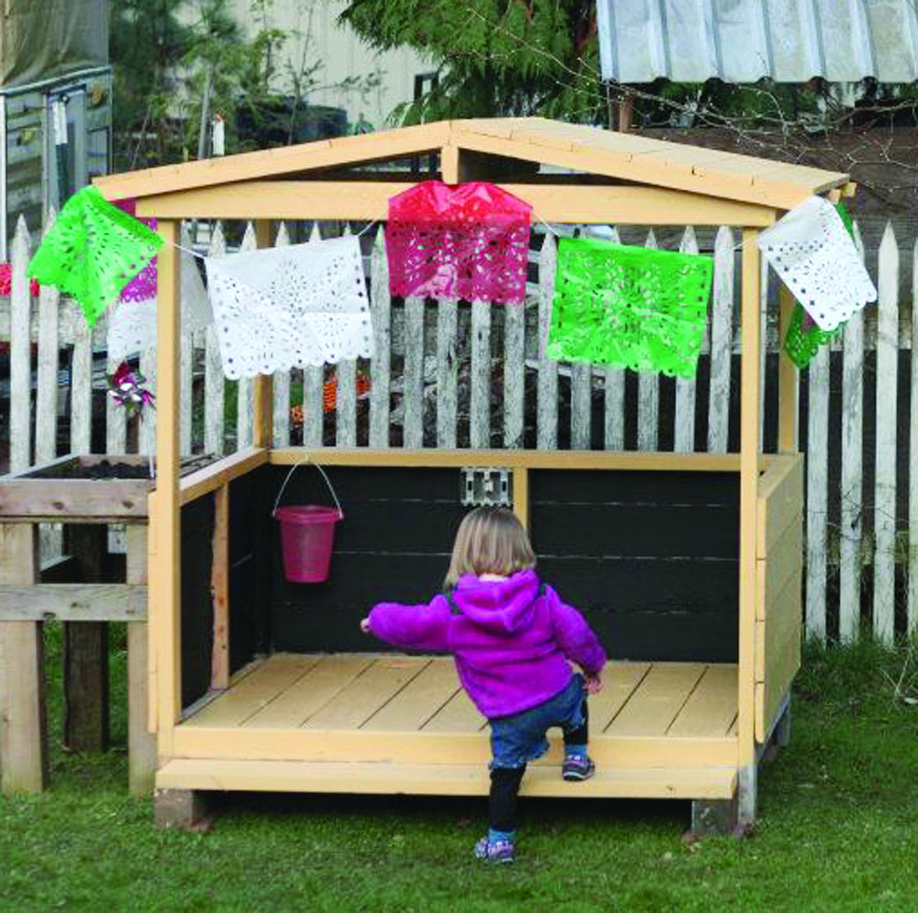 easy and good ideas using wooden pallets photo of a pallet made playhouse using - Garden Ideas Using Wooden Pallets