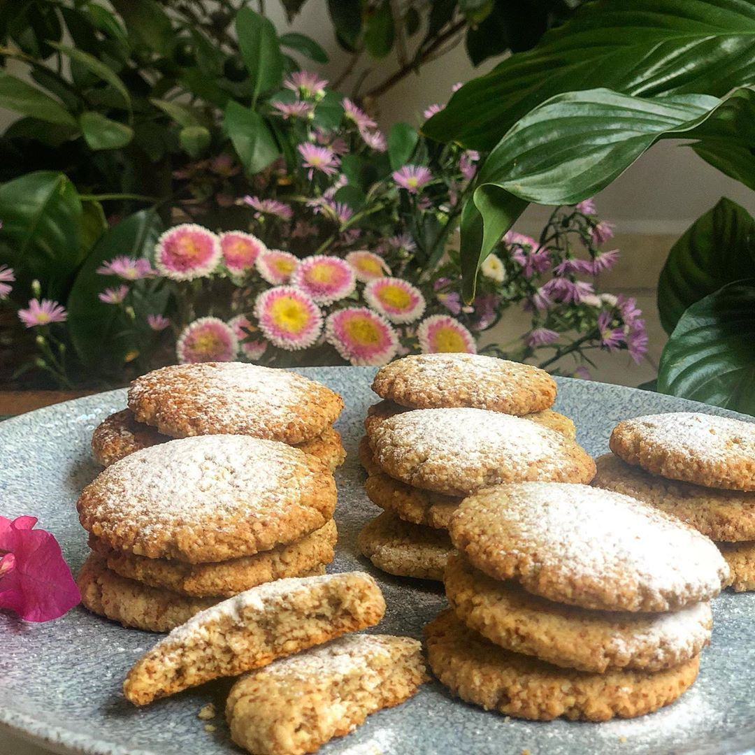 Guilt-free Almond Cookies