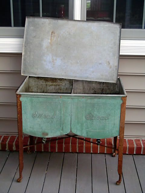 It S Some Sort Of Old Double Wash Tank Has Drain Spigots On Each Side Of The Tank And A Lid Made By Id Vintage Washing Machine Galvanized Decor Wash Tub Sink