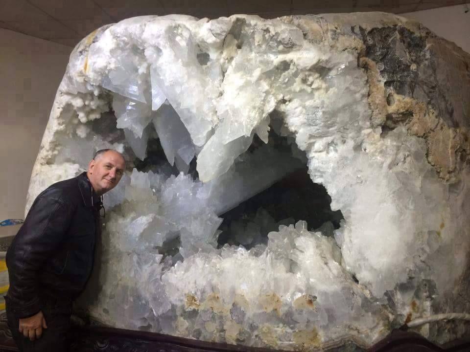 Selenite Geode; Photo © Lamat Krystal