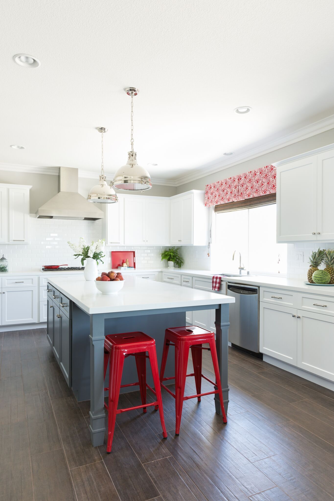 30+ Red Kitchens For The Boldest Among Us in 2020   Red ...
