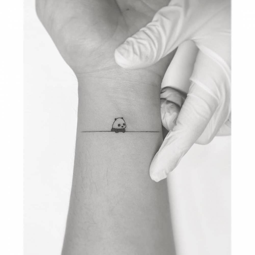 Pequeño Tatuaje De Oso Panda En La Muñeca Interna Interna Muñeca Oso Panda Panditastatuaj Tatuaje De Panda Tatuaje De Oso Tatuajes Pequeños Para Chicos