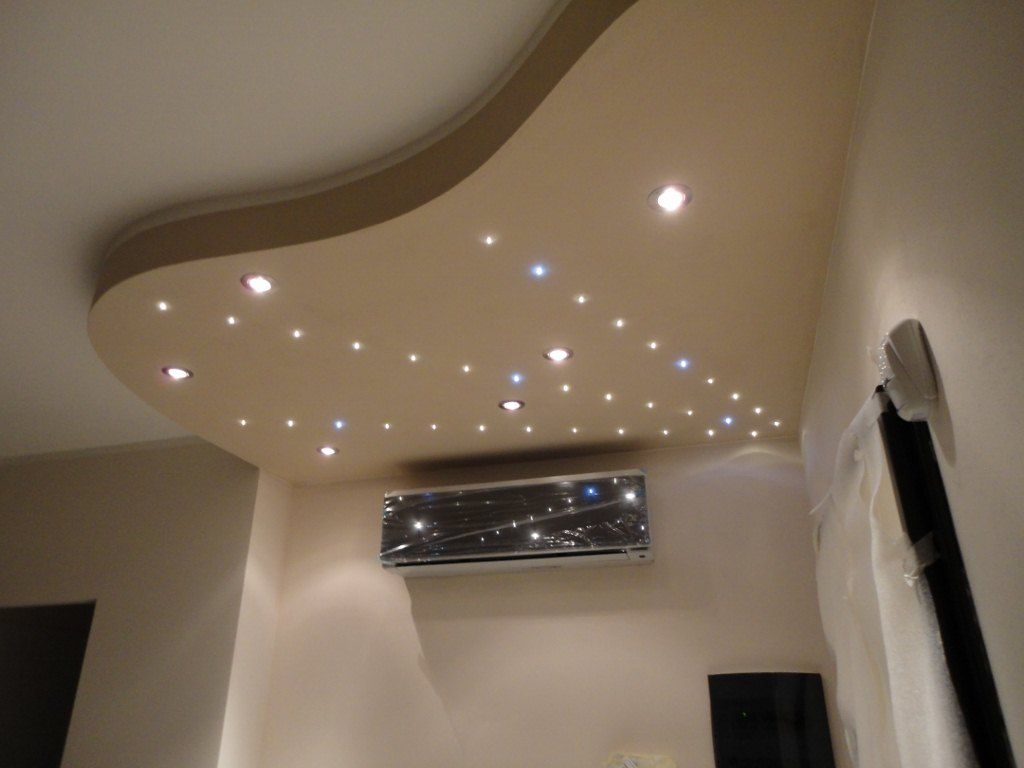 Un modo creativo e moderno di illuminare la tua stanza con faretti ...
