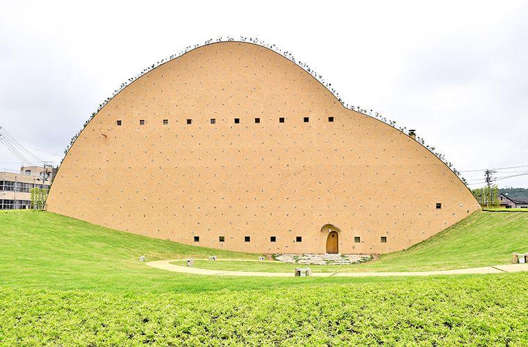 ユニークな外観が目印 今話題の 多治見市モザイクタイルミュージアム 画像あり 藤森 照信 建築 建築デザイン