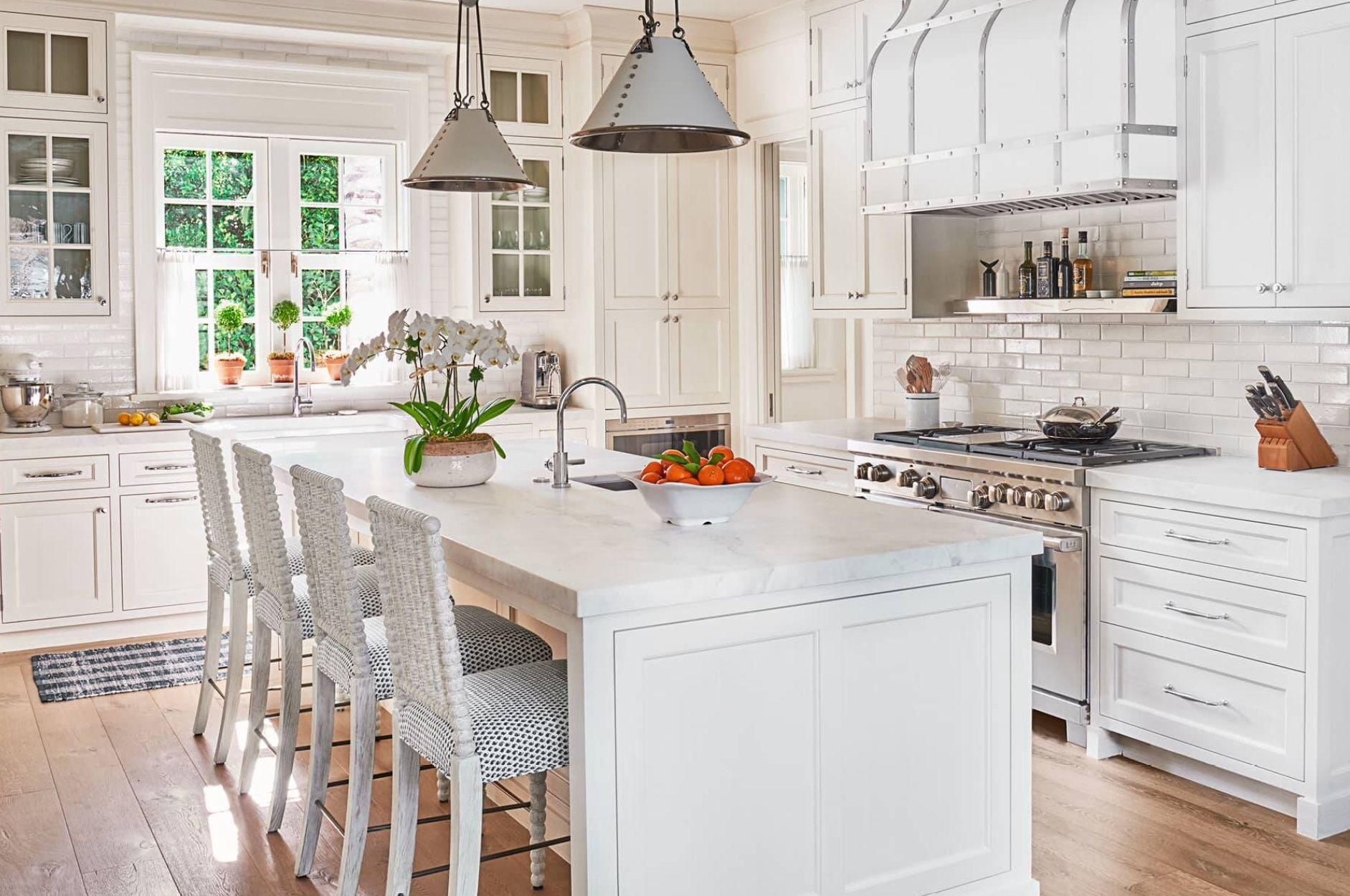 A Colorful Palm Beach Home By Phoebe Howard White Kitchen Design Gorgeous White Kitchen White Modern Kitchen