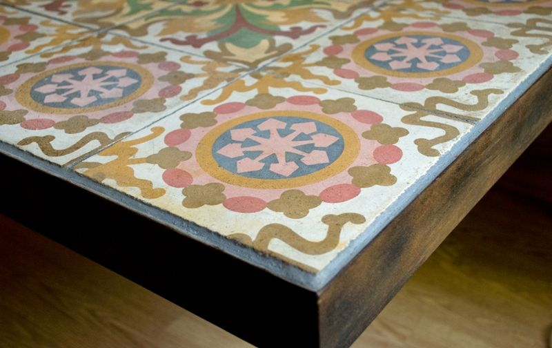 Tavolo con cementine table with cement tiles cement tile