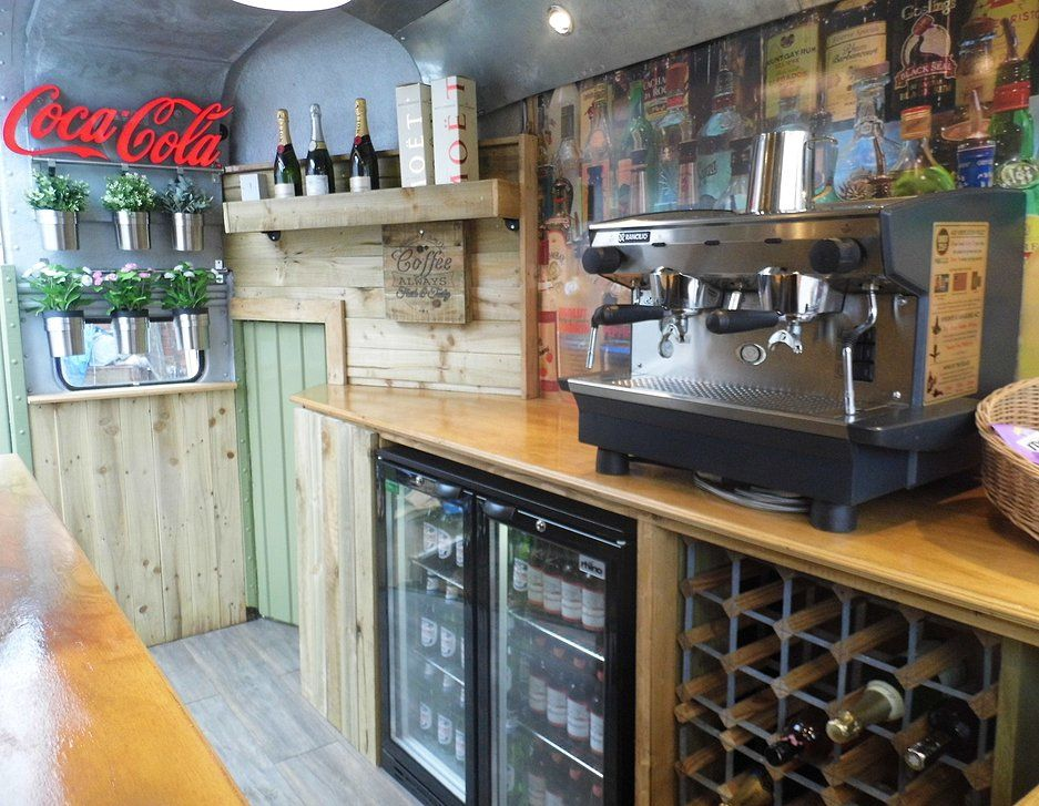 Mobile horse box bar available to hire in the lancashire - Mobile bar vintage ...