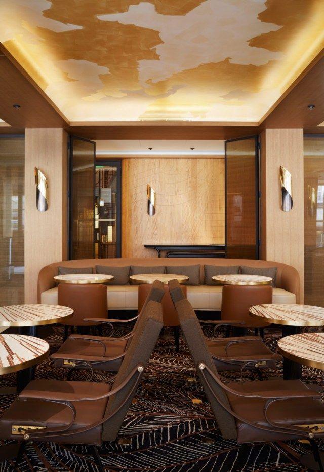 Hall du0027entrée avec un plafond doré HOTEL Pinterest Lobbies