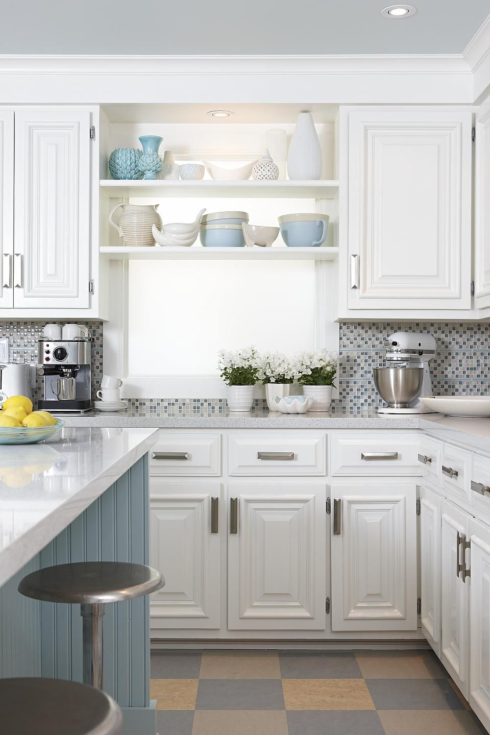 Merveilleux Backsplash Idea, Paint Color Above Cabinets Sarah Richardson Sarah 101  Kitchen Blue Island Checkerboard Floor