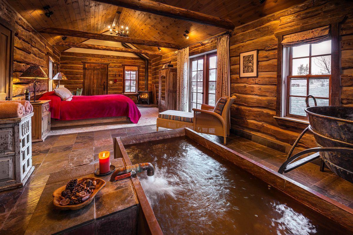 Romantic Cabin Getaway in Colorado Stunning wooden ...