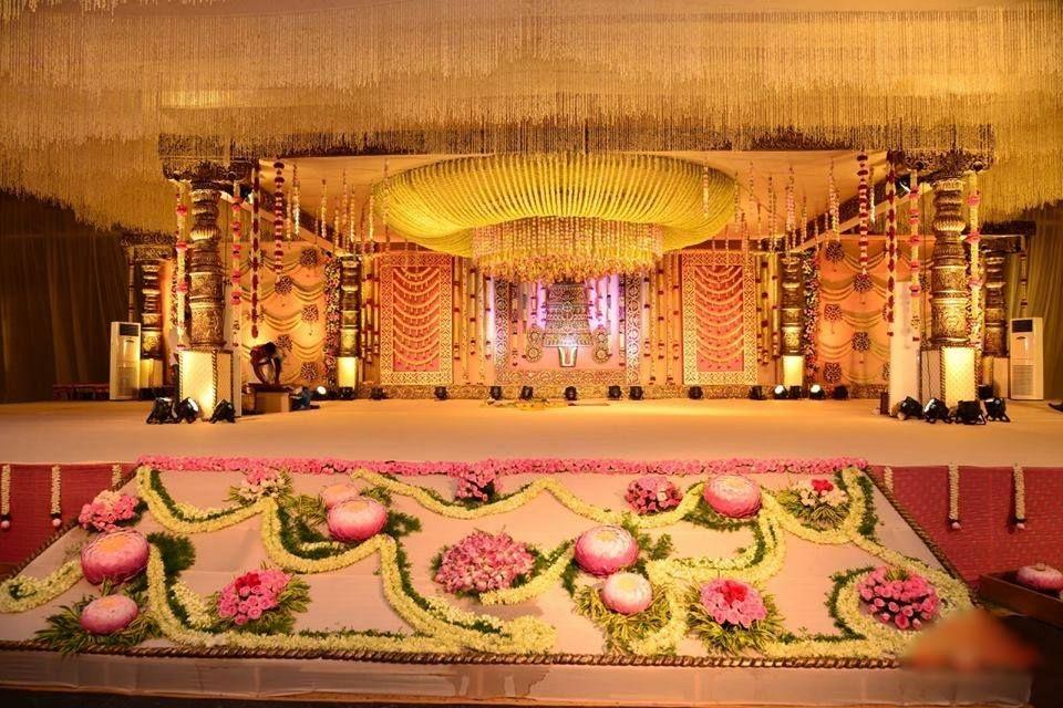 wedding stage decoration pics%0A Mandap Decoration to make it look like a temple    Wedding Theme  Divine    Pinterest   Decoration  Wedding stage and Wedding mandap