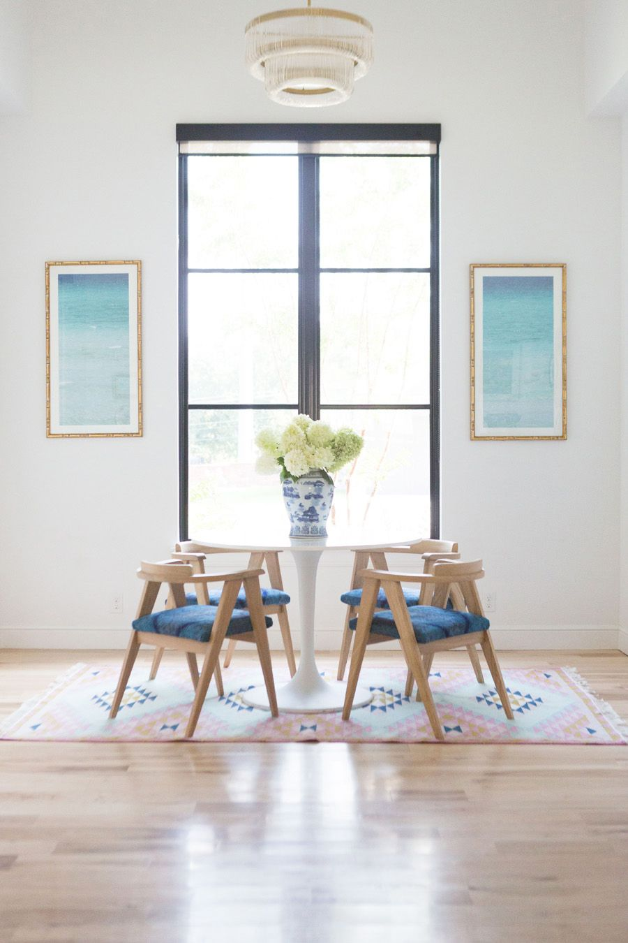10 Bold Pink And Navy Rugs For Home Decor Wishbone Chairs White Round Table Kitchen