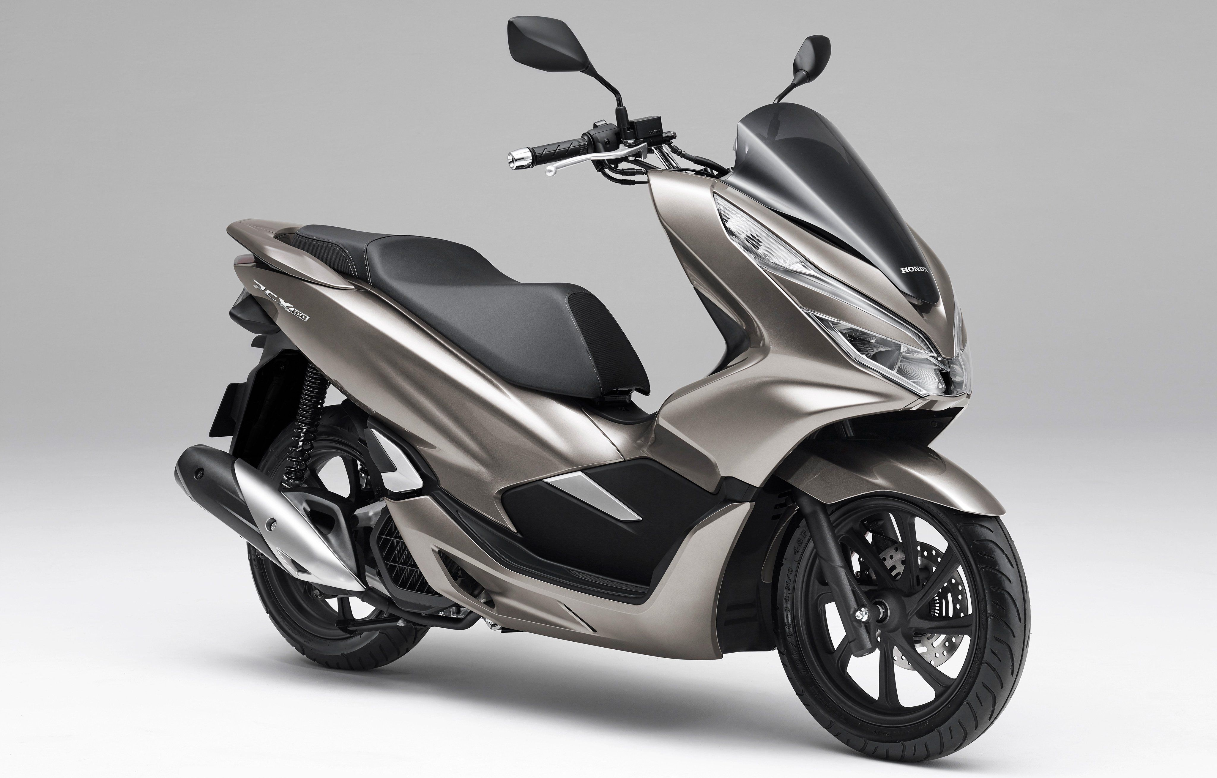 Honda Gave The Pcx 150 A Fresh New Update Top Speed Scooter Bike Honda Scooters Motor Scooters