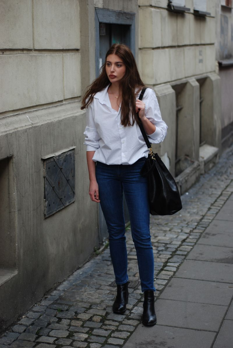 White shirt Jeans and black accessories Simple Chic