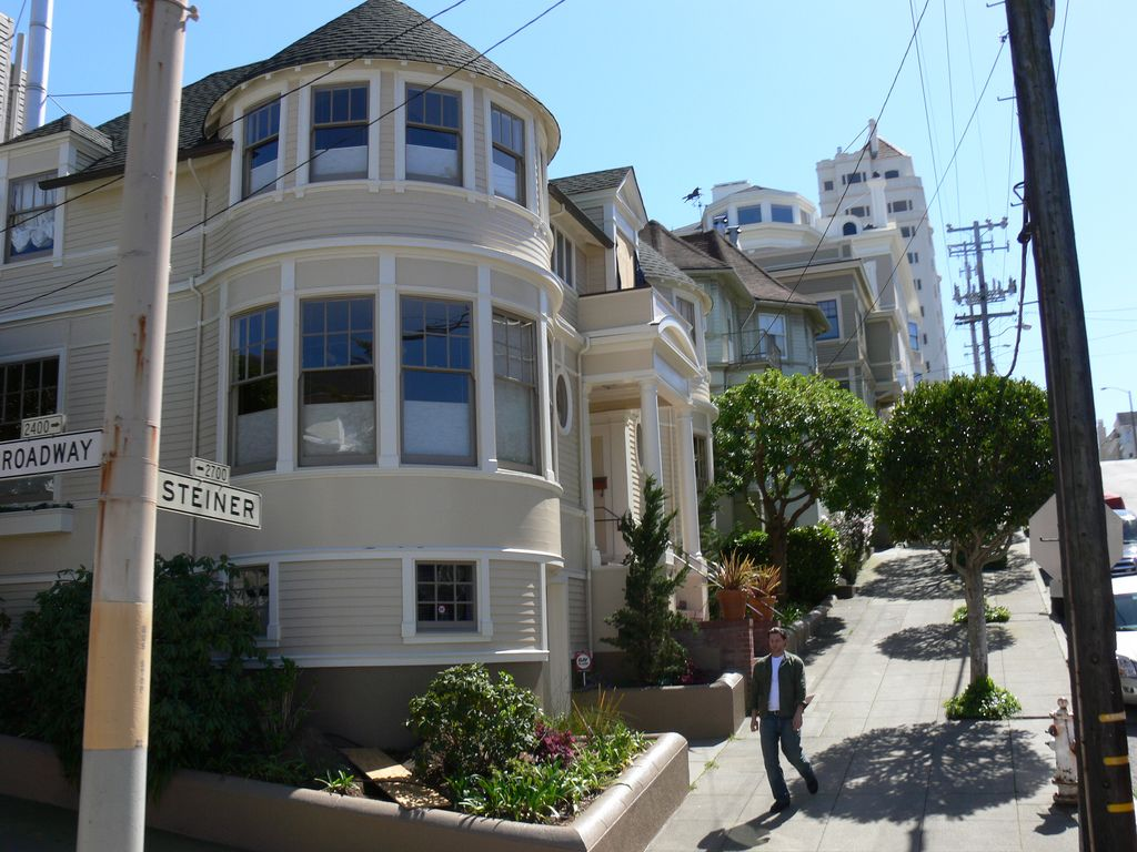 victorian houses are eye candy - Robin Williams Houses