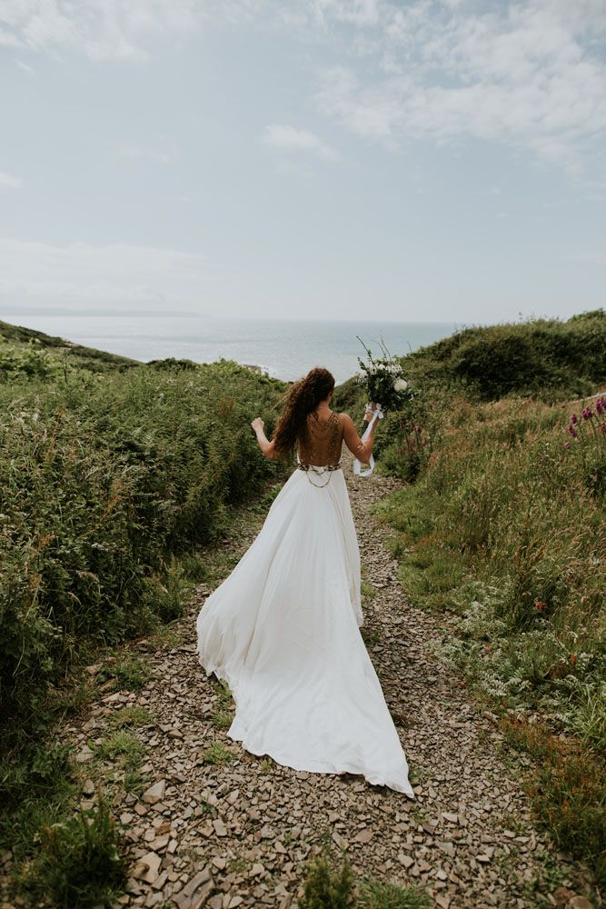 Boho Inspired Shakespearean Wedding In A Cave Alternative Dresses Caves