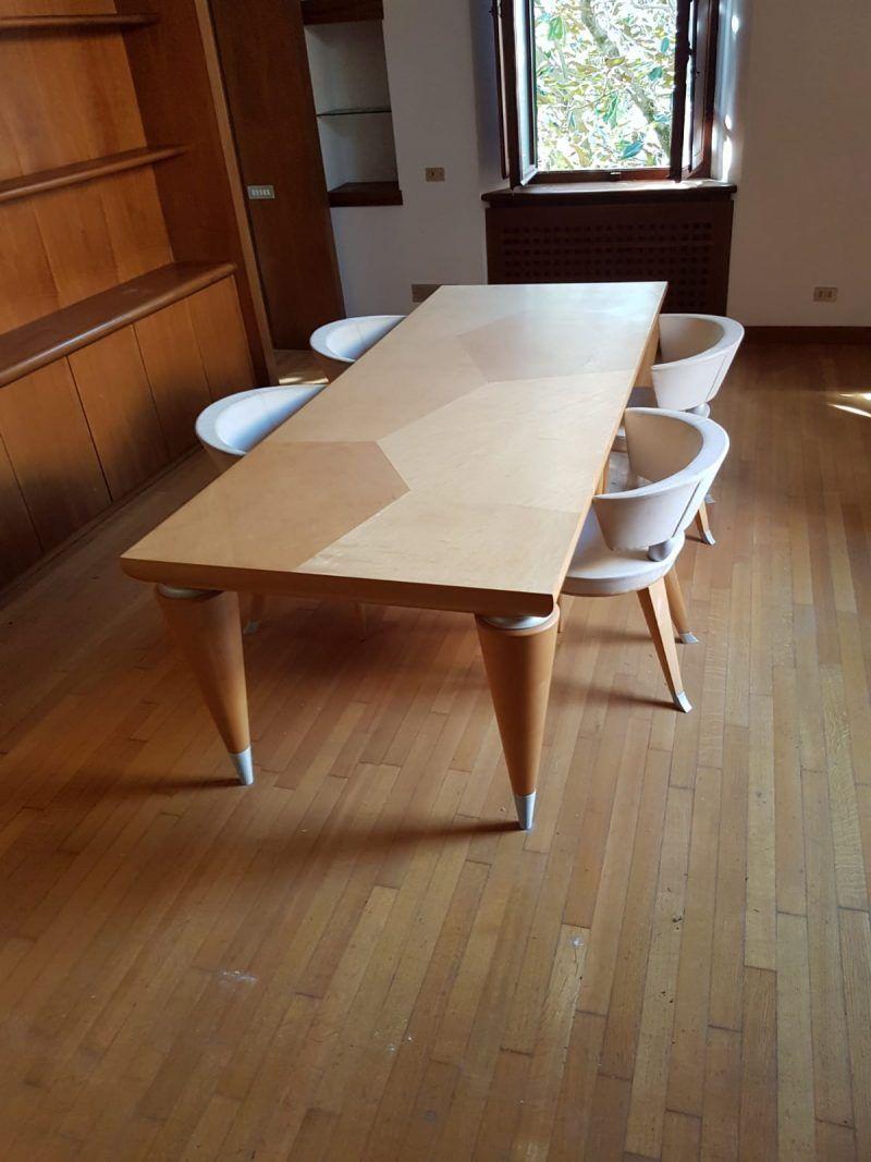 Tavolo Leon Krier con 4 sedie 7.000 € Tavolo