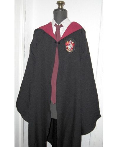 Harry Potter robe pattern on Burdastyle by Alasse -I am seriously going to  make one of these and wear it (probably minus the gryf crest)..been wanting  to ... 2aa040447776