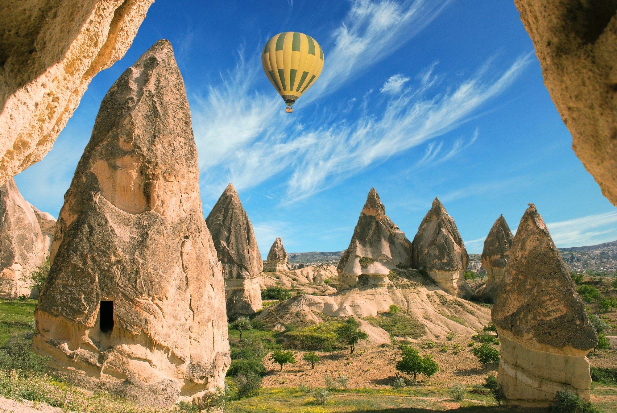 Las excursiones en globo por encima de los paisajes de Capadocia son imprescindibles cuando se viaja a Turquía.