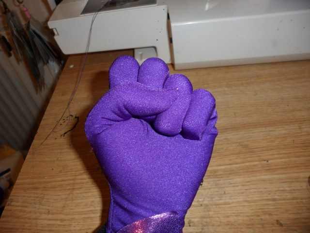 Sew skin tight gloves tutorial: trace hand on freezer paper and sew out of Lycra. Ta-da!