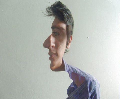 Abstracto. Representación del rostro de un hombro haciendo una composición de sus distintos perfiles en distintos ángulos.