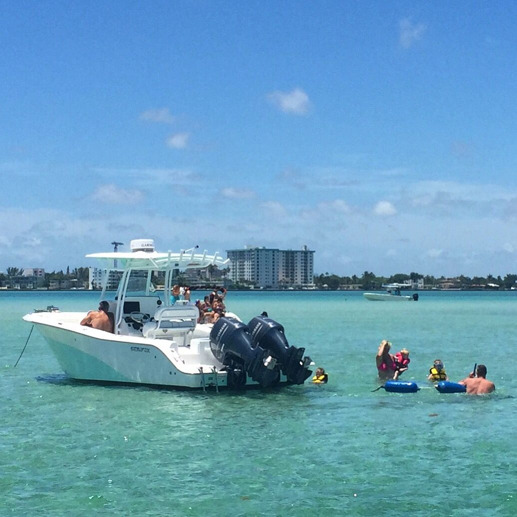 Haulover Sandbar Is The Best Destination On A Weekend Gathering Sometimes Hundreds Of Boats Boatme Boat Boat Rental Amazing Destinations