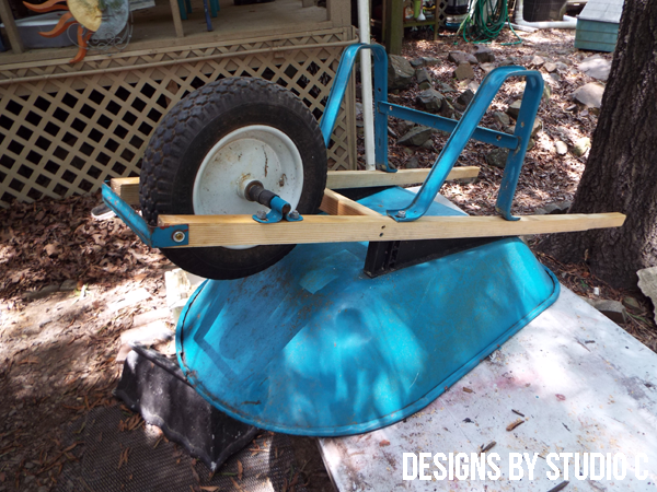 Need New Handles For The Wheelbarrow I Ll Show How To Make Them Easily And Inexpensively Wheelbarrow Wheelbarrow Handles Handle