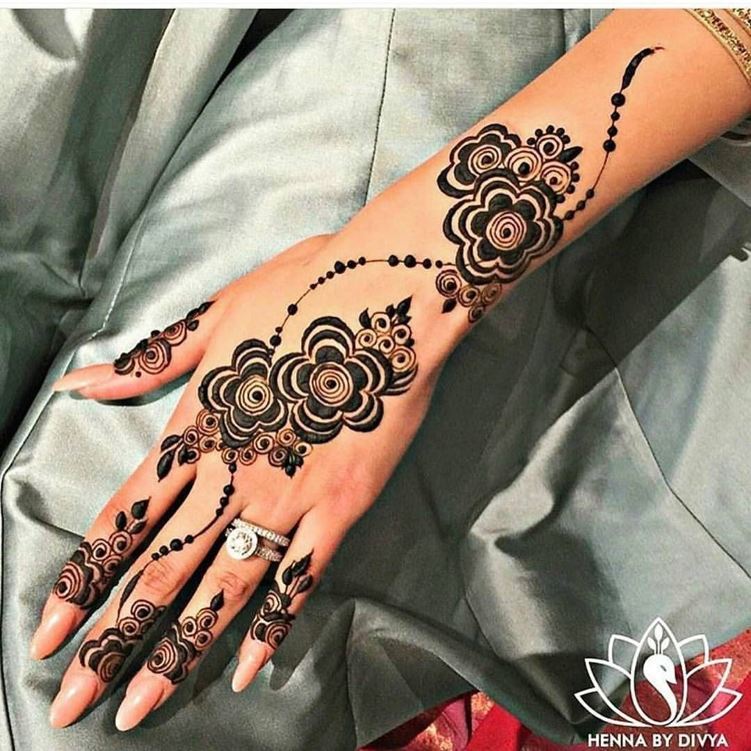 Henna Hand Tattoos Near Me In 2020 Henna Tattoo Hand Henna Tattoo Designs Khafif Mehndi Design