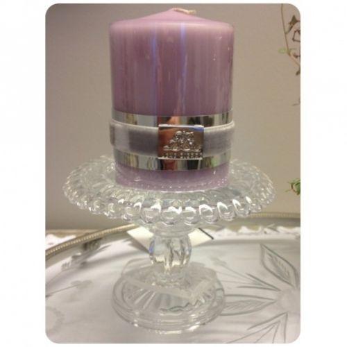 Kjempsøt lysestake i glass fra Lene Bjerre. Anbefaler Lene Bjerre sine Basic kubbelys M/L
