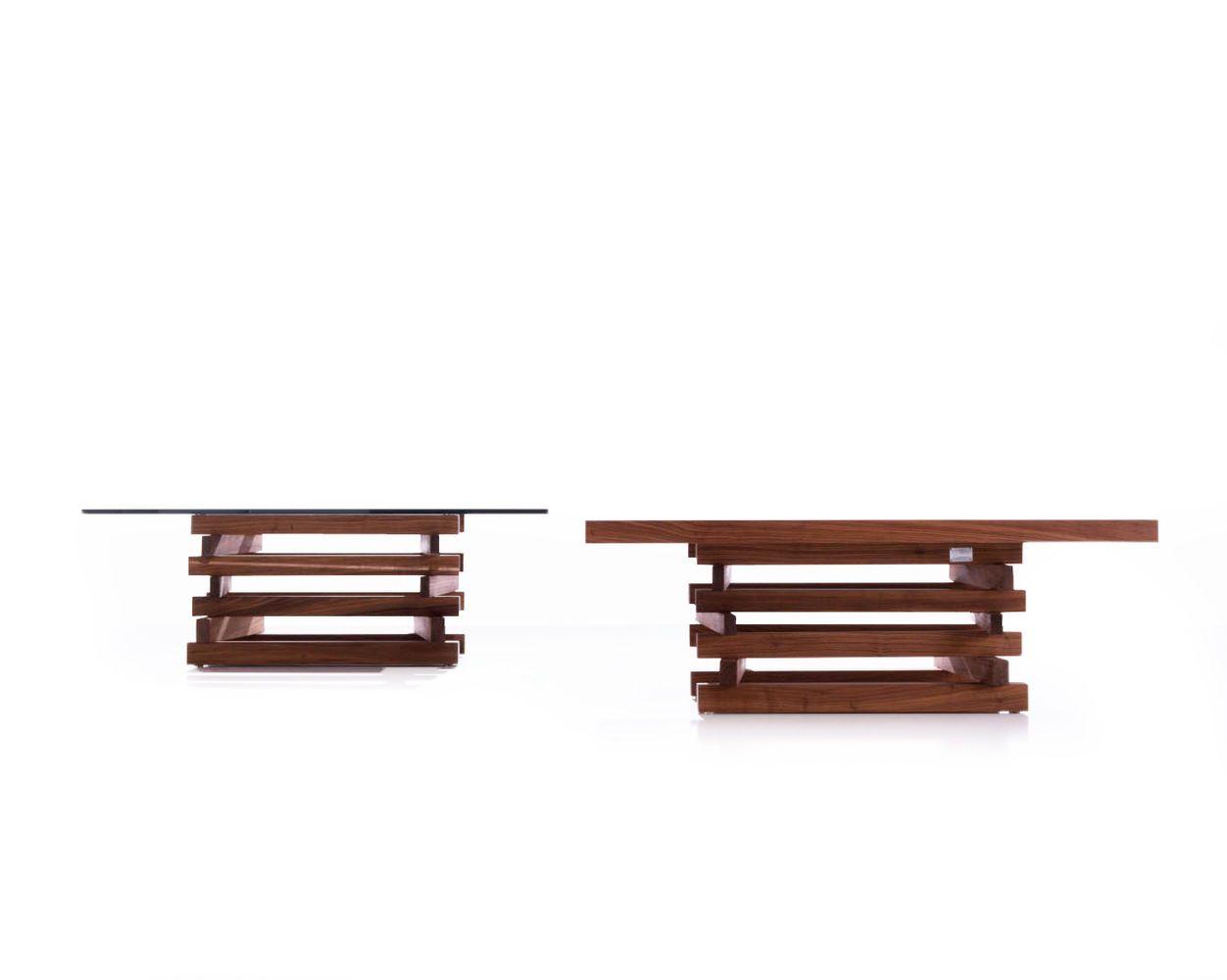 Tavolino composto da una struttura costituita da liste di legno massello, assemblate e incollate completamente a mano. Disponibile con il topin legno massello spessore 5 cm, oppure con il top incristallo trasparente temperato spessore 1,5 cm.
