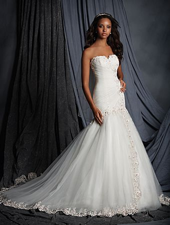 Alfred Angelo Style 2507: Charming fit and flare wedding dress in tulle and embroidered lace with a strapless sweetheart neckline