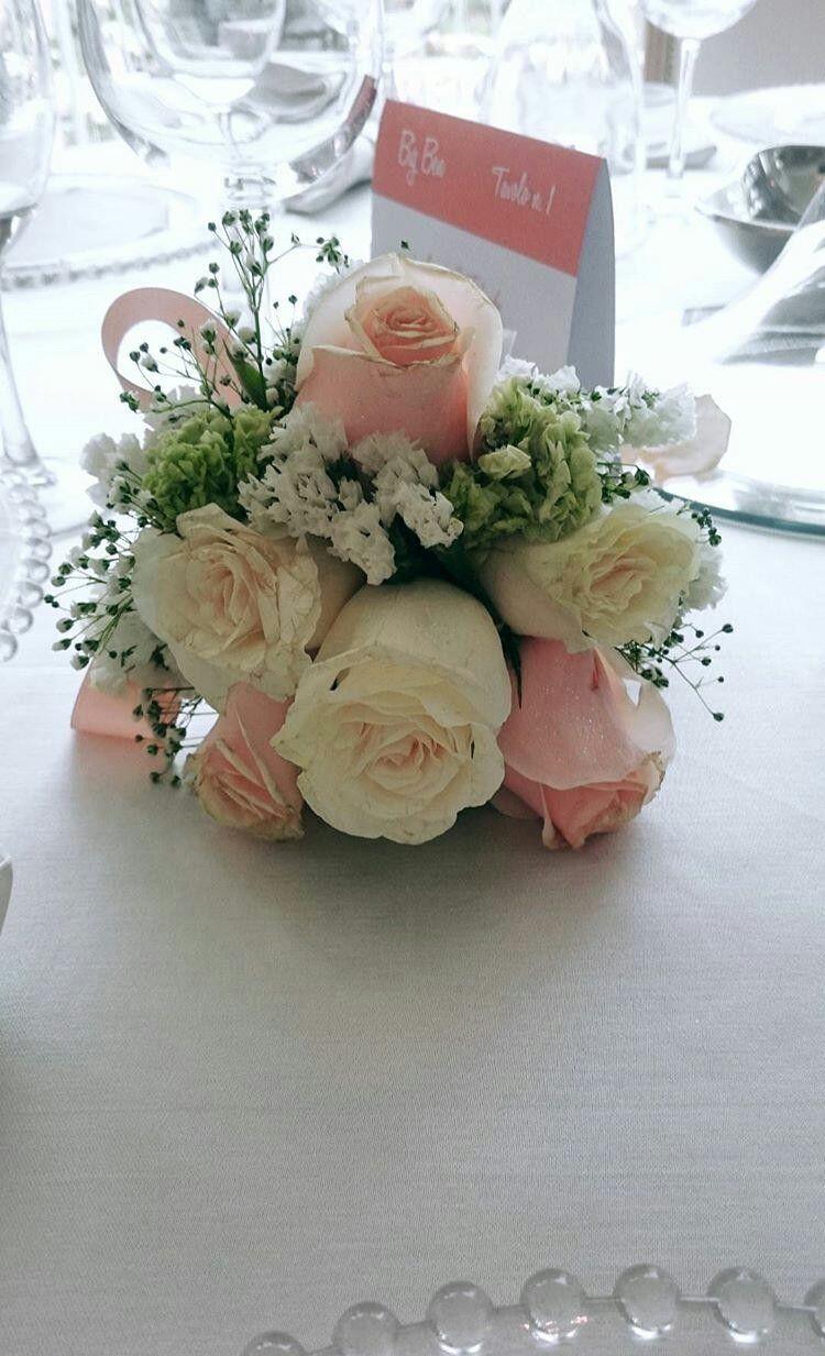 Matrimonio Tema Floreale : Splendida composizione floreale damigella a un matrimonio a tema