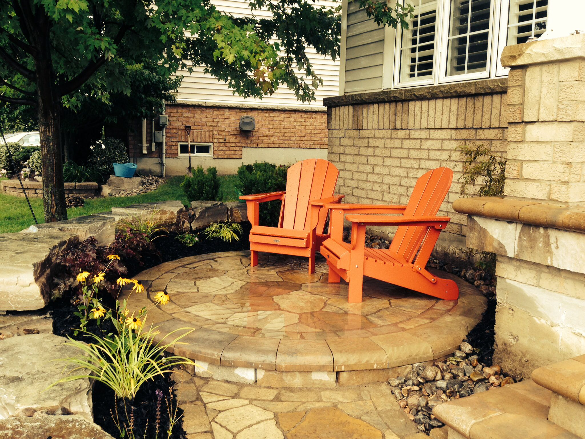 Front yard sitting area front yard landscaping for Courtyard landscaping ottawa