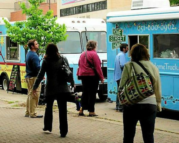 Twin Cities Food Trucks Work To Stop Youth Homelessness Homeless Food Truck Twin Cities