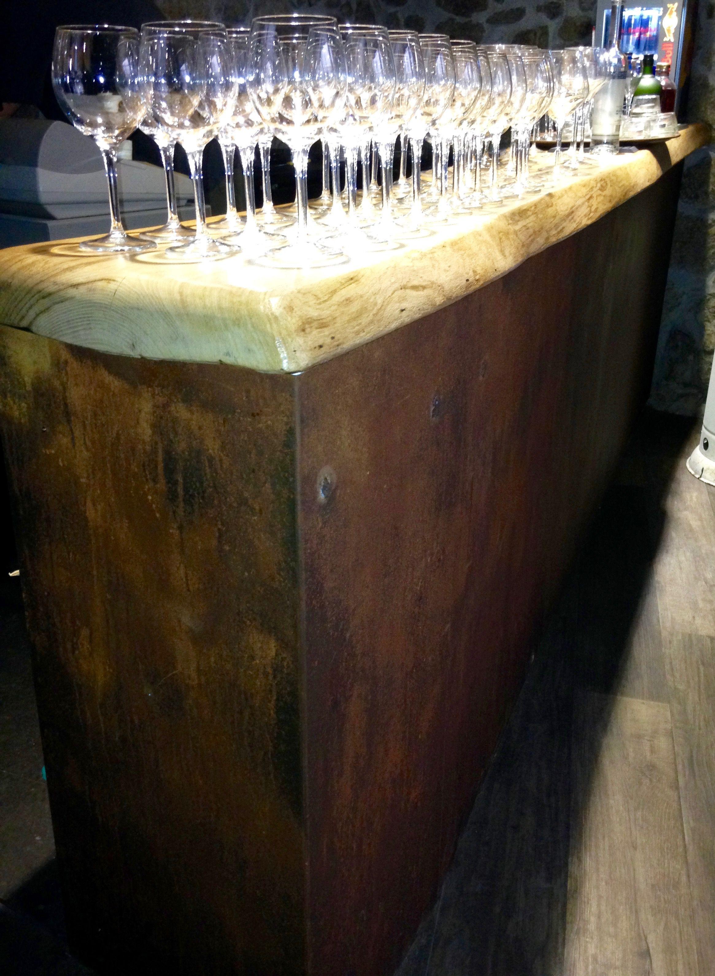 Barra de bar contorno en hierro oxidado estructura de for Barra bar madera segunda mano