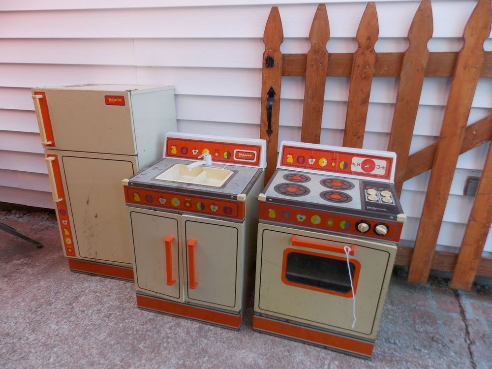 vtg wolverine metal litho rite hite refrigerator, stove & sink play
