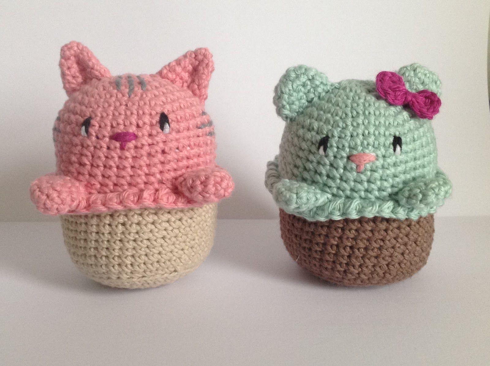 Disse cupcake katte og bjørne er ikke til at stå for - og nu kan du hækle din egen: X = fm V = udtagning A = indtagning MR = magis...