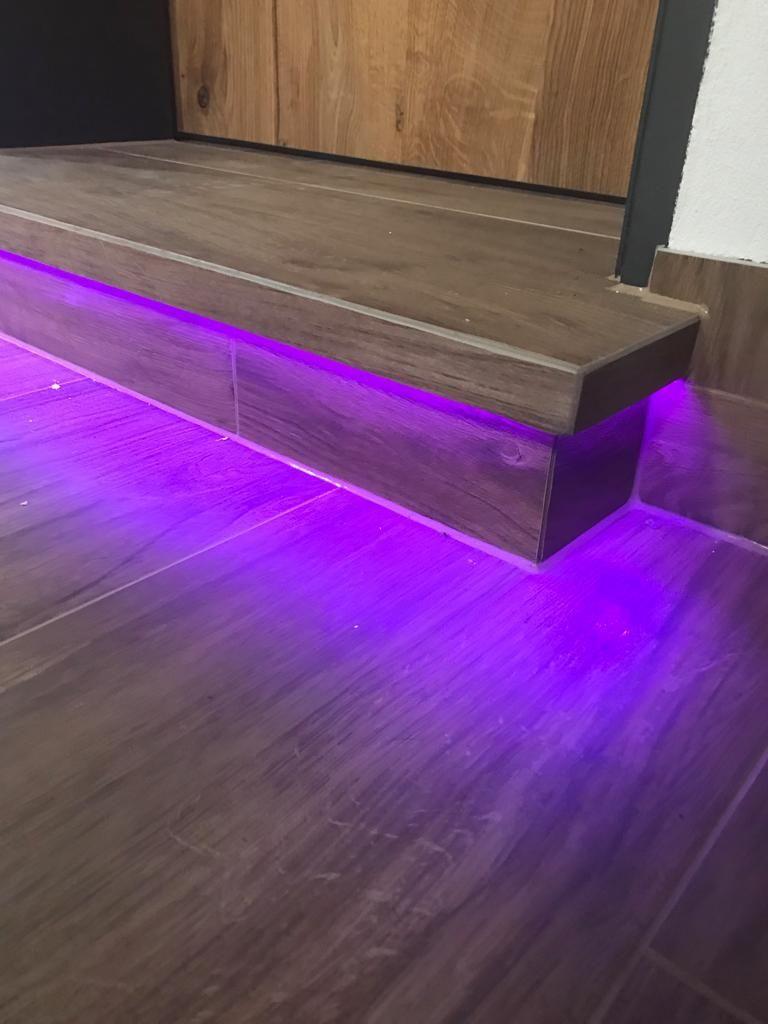 Stufenbeleuchtung In 2020 Fliesen Holzoptik Holzoptik Fliesen