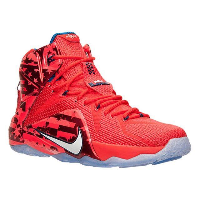 pretty nice 5c77c b3167 Explora Zapatillas De Baloncesto Nike ¡y mucho más! USA LeBrons coming your  way in June 27th. Get a detailed look at this incredible