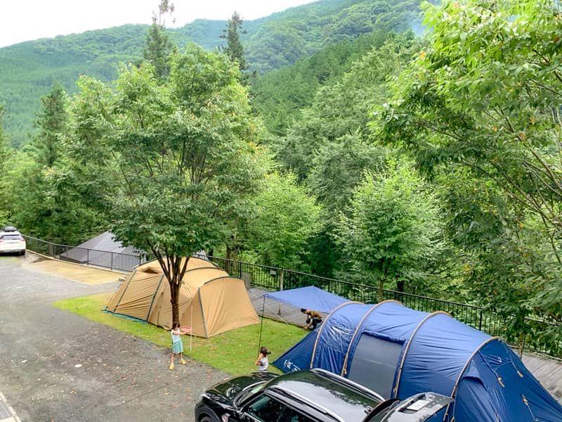 キャンプ初心者や奥様もご満悦 高規格なウッドルーフ奥秩父オートキャンプ場レビュー キャンプ ドームテント キャンプ場