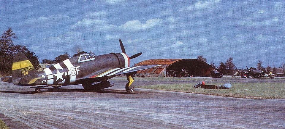 USAAF 42-75855 P-47D Thunderbolt 8AF 65FWASRS Det B 5F A