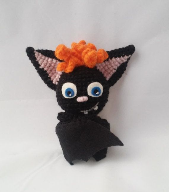 Bat Dennis form Hotel Transylvania Made with acrylic yarn, felt and stuffed with pillow stuffing. The arms can be twisted because they have pipe